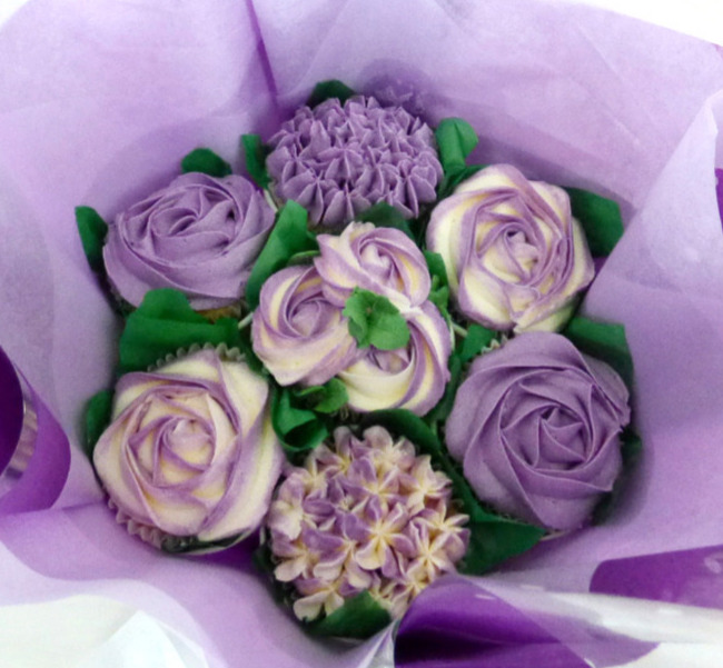 Purple & White Small Cupcake Bouquet
