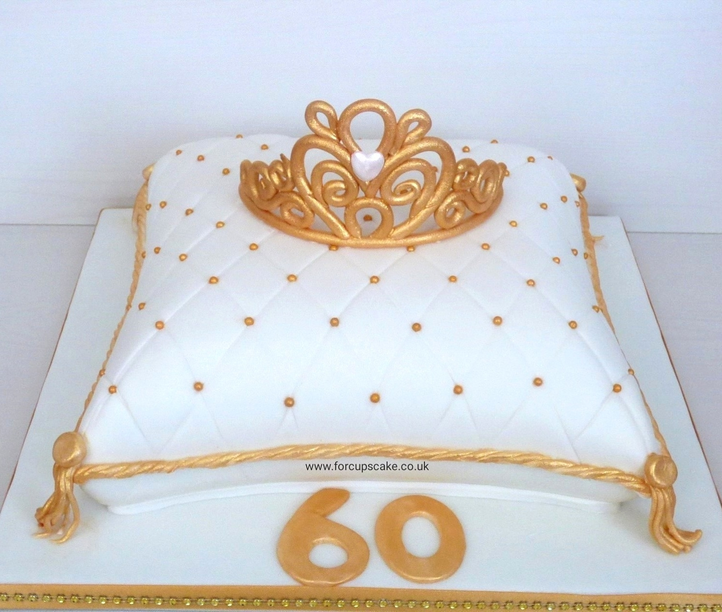 Tiara Cushion Cake
