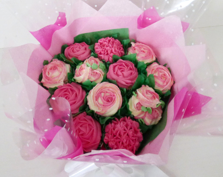 Cerise Pink & White Large Buttercream Bouquet