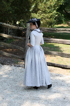 1770s linen gown side back