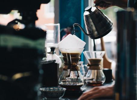 É melhor café no coador de pano ou no filtro de papel?
