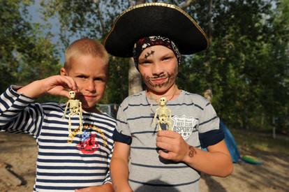 Подростающее поколение уже знает толк в пиратских традициях