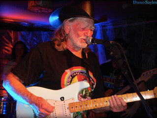 Article: Willie Nelson, Charley's Saloon and Maui