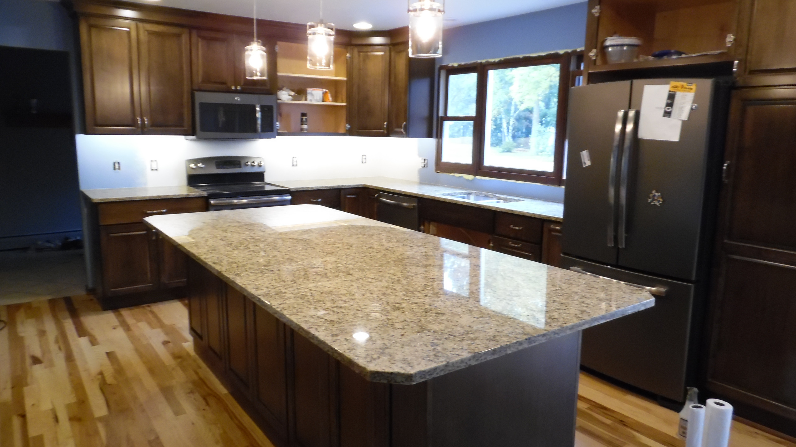 Granite, Cabinets, Hickory Floor (20)