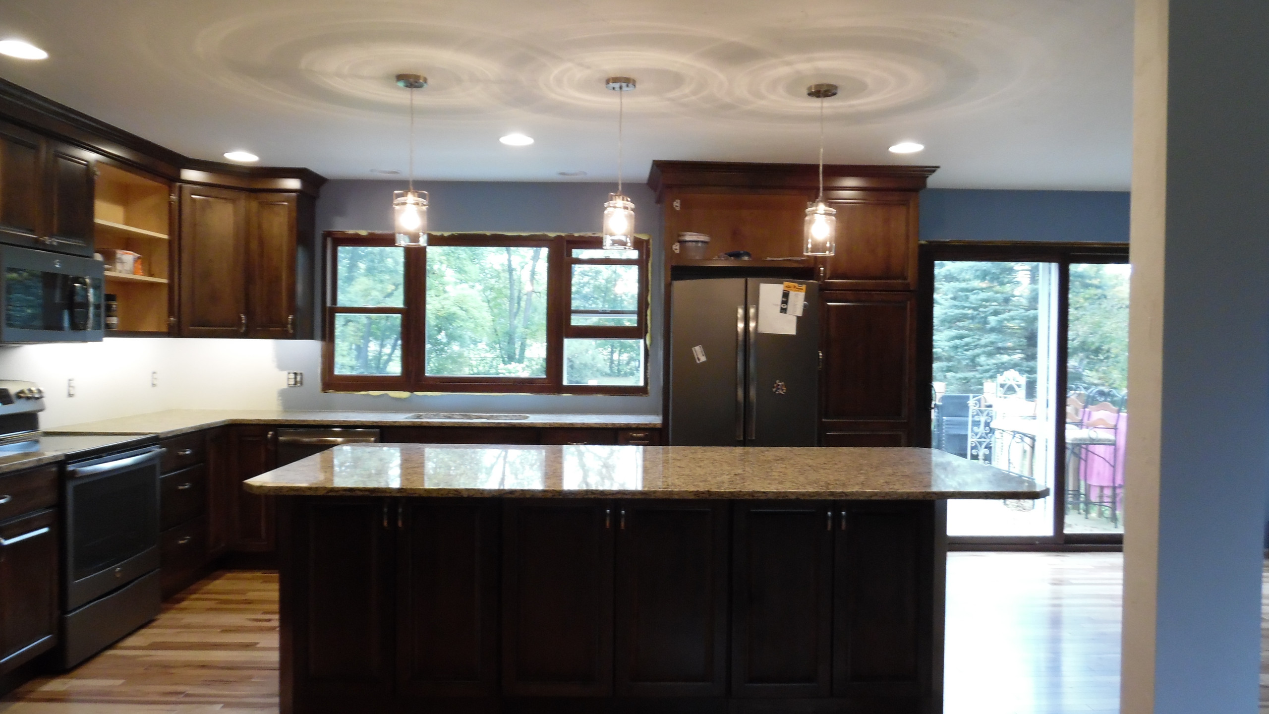 Granite, Cabinets, Hickory Floor (21)