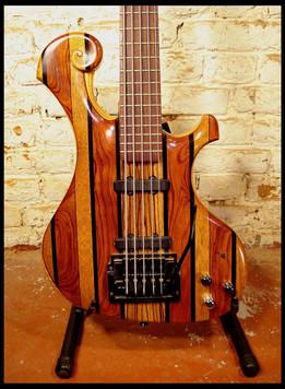Stripe bass body