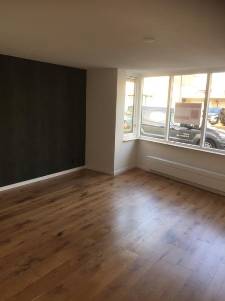 Renovatievloer Reeshof Tilburg, Foto nadat de vloer is geschuurd en behandeld met Royl, kleur 10 Alaska White