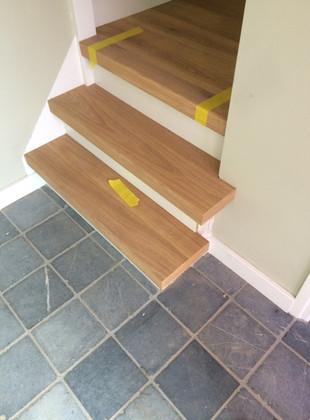 Traprenovatie, eiken trapdelen incl Mdf Stootborden. Afgewerkt met Monocoat kleur, 5% White. Udenhout