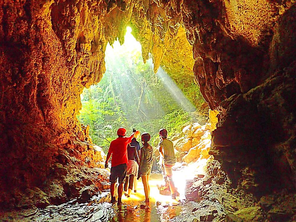 石垣島旅行・西表島で人気No1のSUPツアーで最高の島旅を!ケンガイドおすすめSUP秘境パワースポット巡りやシュノーケル・キャニオニング・ケイビングなど遊びは自由自在!女子旅行・学生旅行・家族旅行で観光アクティビティSUP体験を、西表島でSUP遊びを満喫しよう