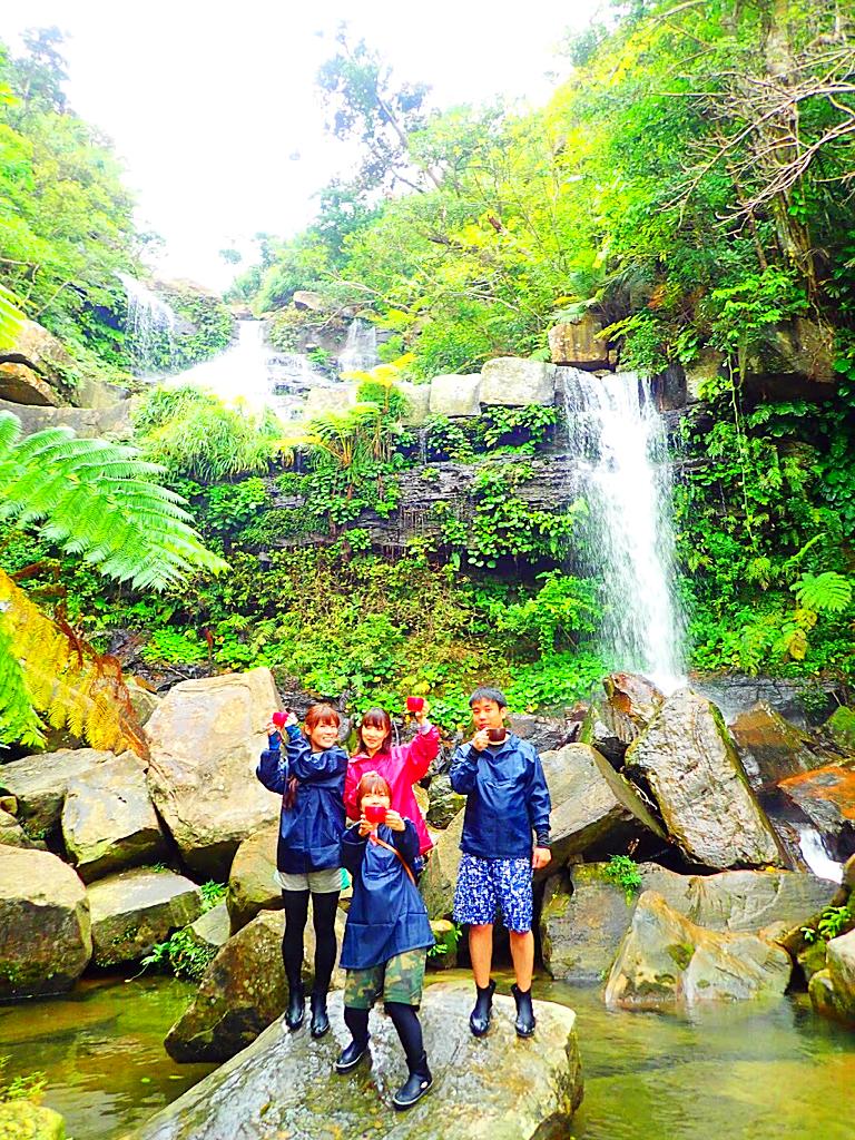 西表・石垣島旅行で西表おすすめツアー人気のケンガイドがおすすめする秘境パワースポット巡り・家族旅行、女子旅行で人気の西表カヌーでマングローブ&ジャングル探検トレッキング滝巡り!