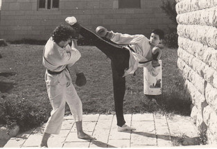 1977-מישל_מדר_מאמן_באוניבריסטת_הר_הצופים