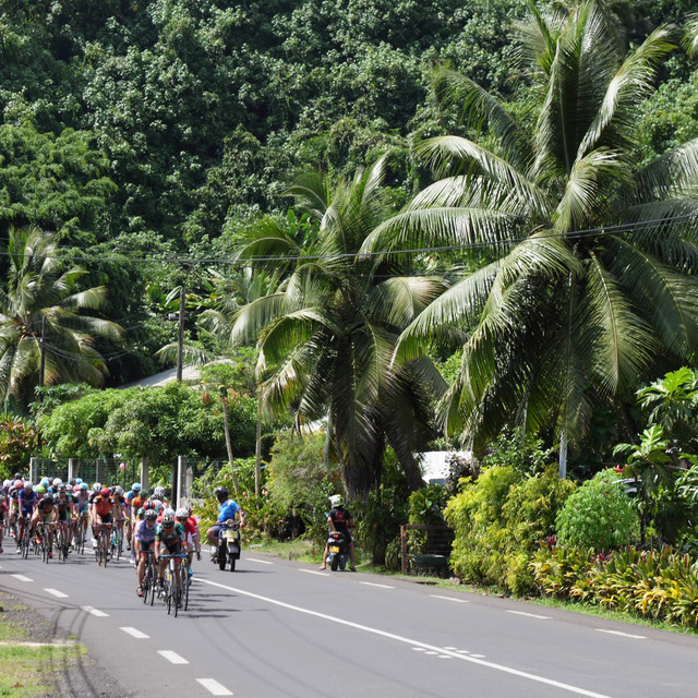 Stage 3 Le peloton sort de la jungle.jpg