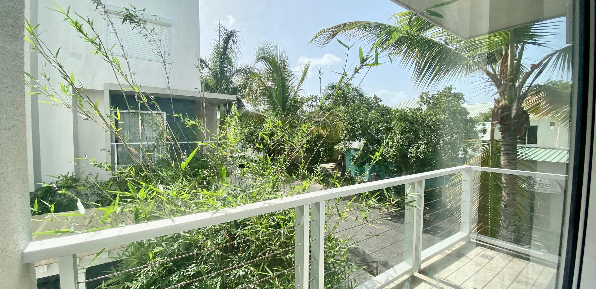 rogelio realtor balcon.jpg