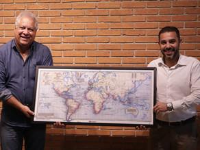 Secretaria de Cultura de Suzano recebe mapa doado pela Emibra Embalagens