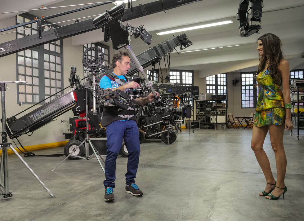 Low mdoe shoot testimng the Red camera Helium 8k on 8 axis hybrid camera stabilizer steadycam from Basson Steady model Endless 3