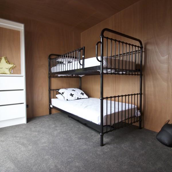 UrbanFrame 2 - Bed 1