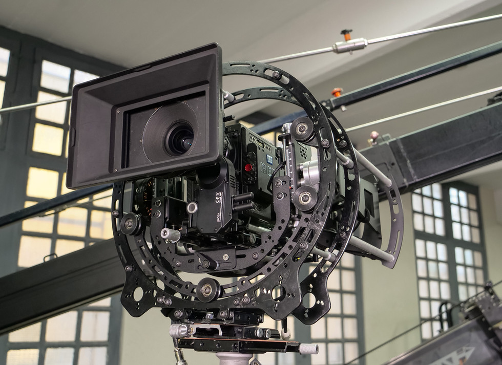 Red camera Helium 8k side view on Basson Steady model Endless 3 rotary head hybrid camera stabilizer