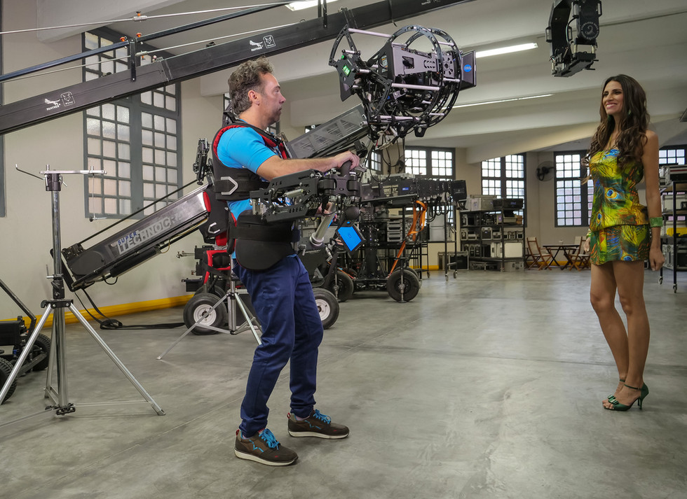 Testing the Red camera Helium 8k on 8 axis hybrid camera stabilizer steadycam from Basson Steady model Endless 3
