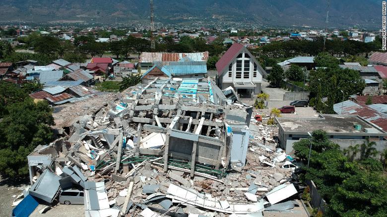 180930073456-01-indonesia-earthquake-093