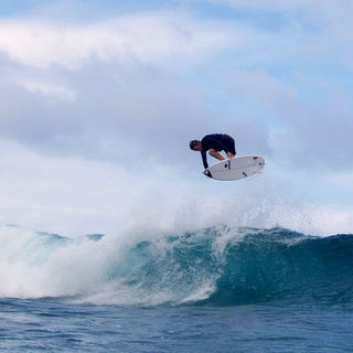 Thomas Debierre sponsoring surf