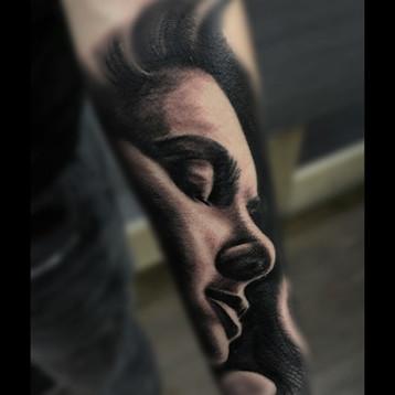 sorrow-girl-tattoo-jammestattoo-london.j