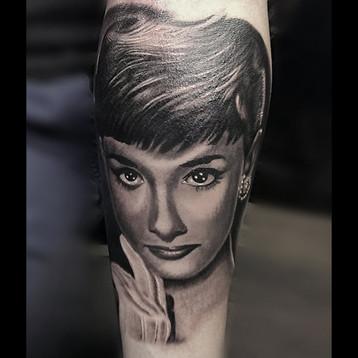 tattoo-audrey-heppburn-jammestattoo.jpg