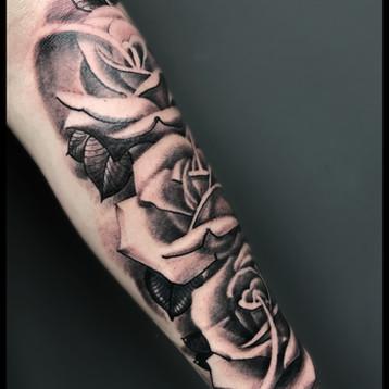 roses-tattoo-jammestattoo-studio-inked-l