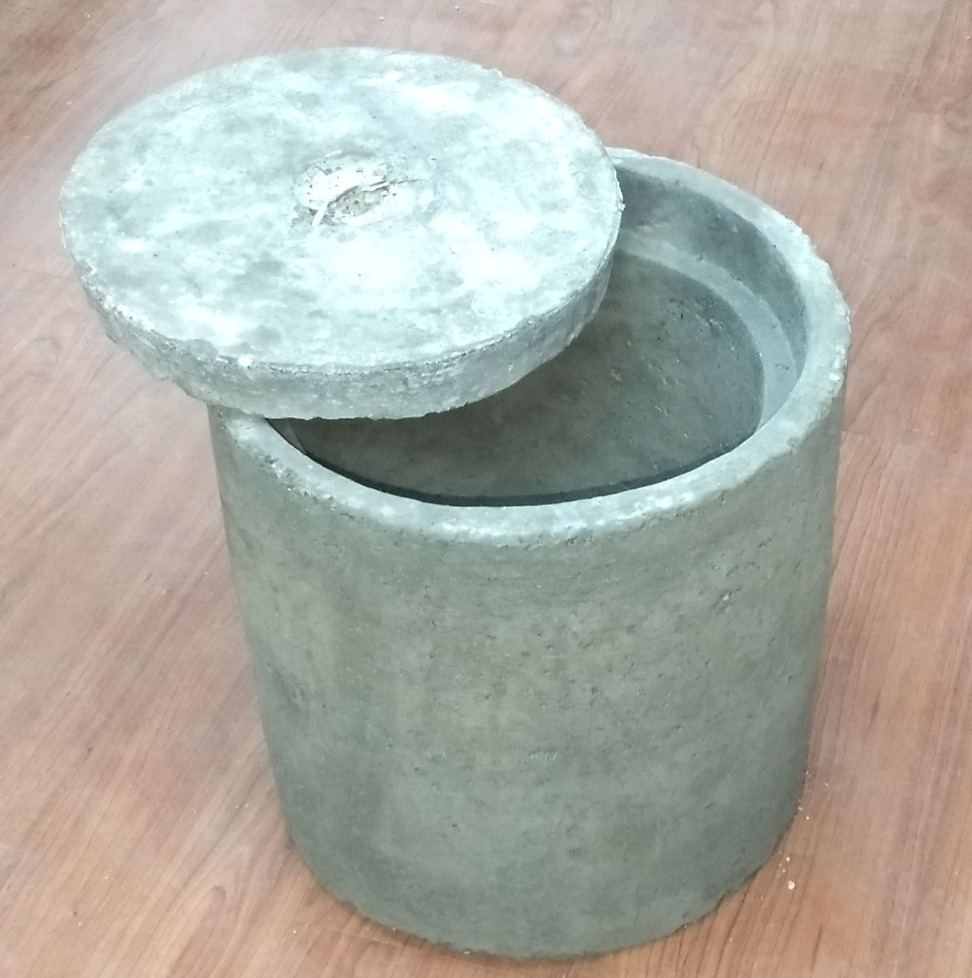 CONCRETE ROUND EARTH PIT