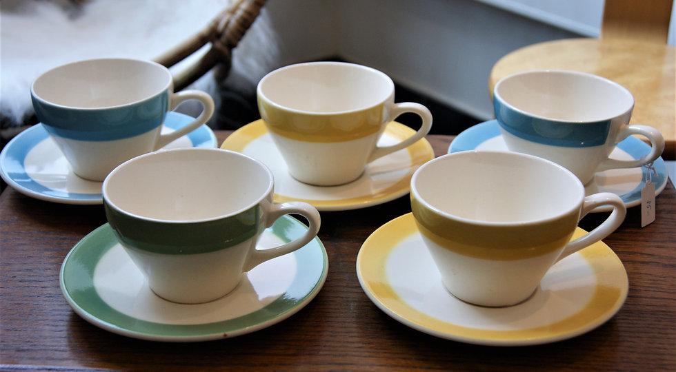 Tasses et sous tasses bord de couleur
