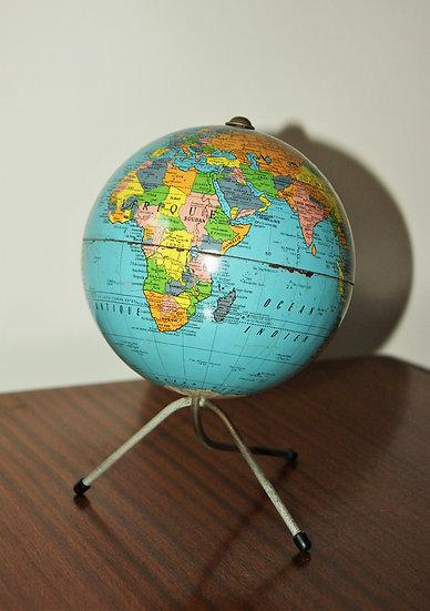 Globe terrestre en métal