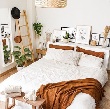 How to Decorate a Small Bedroom: Essential Space-Saving Hacks For You