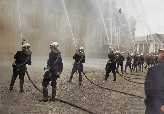 Tartu vabatahtlik tuletõrjeühing: veepritside demonstreerimine