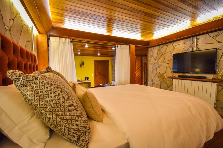 suite-queen-com-banheira-pousada-boro-gr