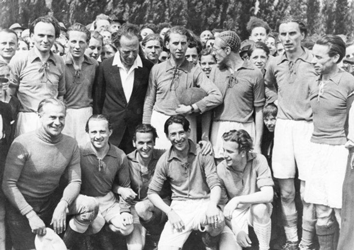 Erstes Nachkriegsspiel der WDR-Mannschaf