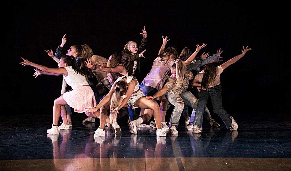 Cph Academy optræder med et danseshow