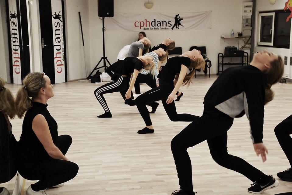 Sus Mathiasen er forbi og undervise eleverne på danseuddannelsen i Disco
