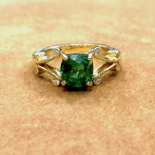 Tsavorite & Diamond Yellowgold Ring