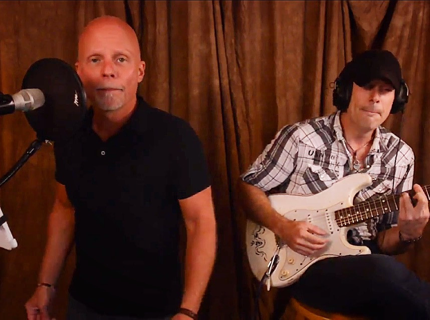 "Thomas Rhett's hit single ""Die A Happy Man"" with guitarist Tom Yurik. Click on image to watch"