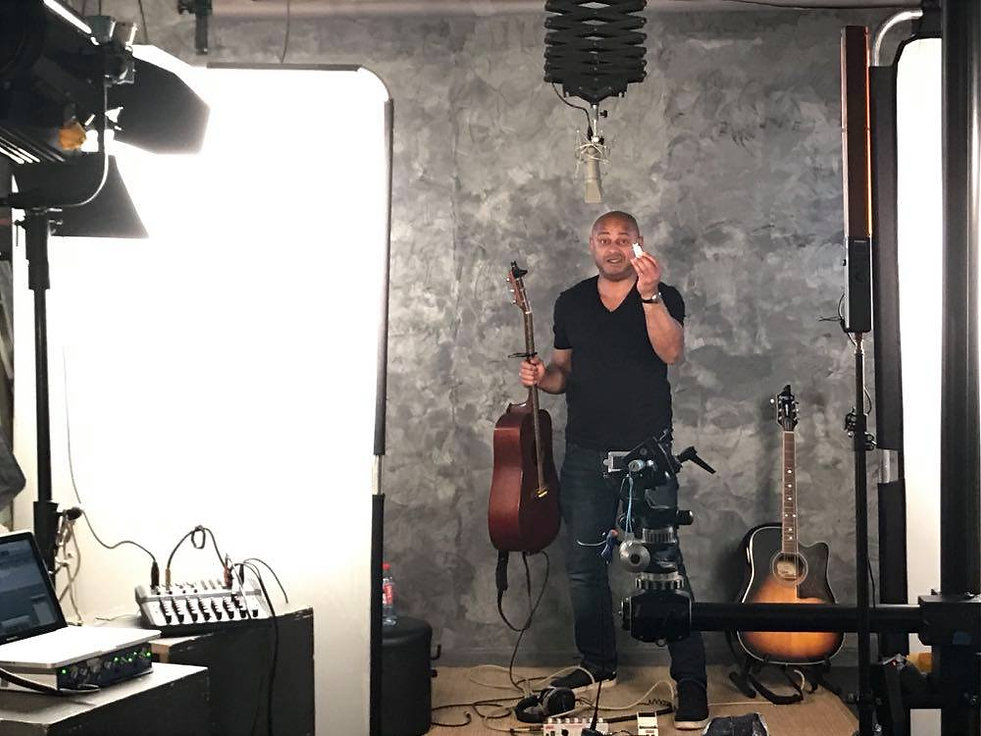Saam chanteur âge origine chanson couple uber chanteur brassens officiel guitare neumann U87 epiphone studio photo protools