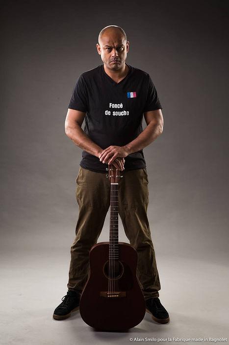 Saam chanteur âge origine chanson couple uber chanteur brassens officiel guitare identitaires