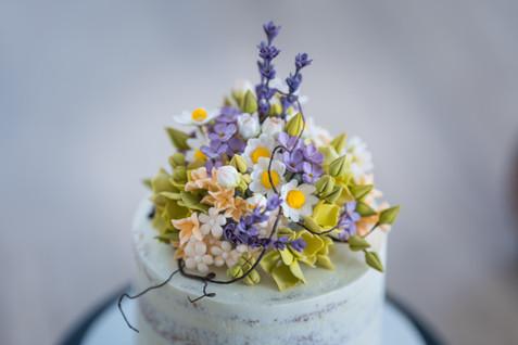 Wiesenblumen-Naked Cake