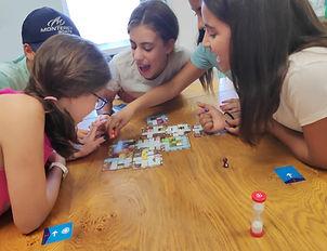 משחקים משחק קופסה ביחד