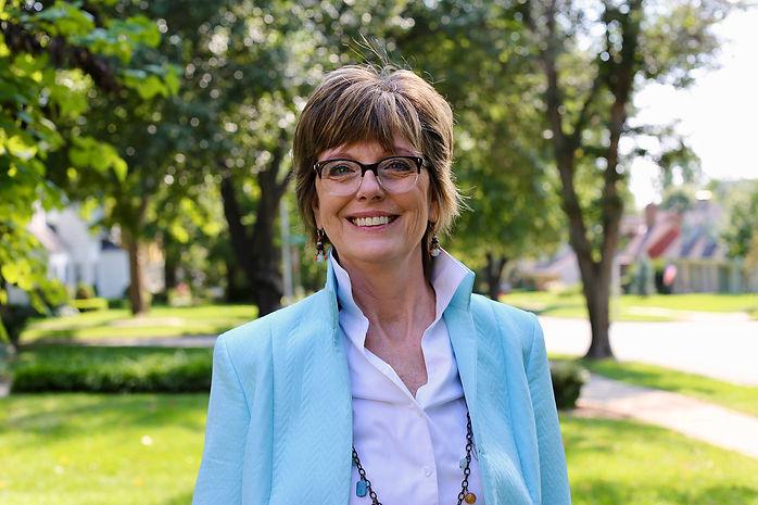 RESIZED_Lori Bryan Profile Photo.jpg