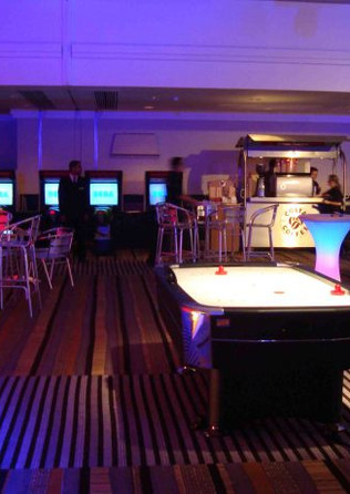 Air-Hockey-Table-Hire-2-600x460.jpg