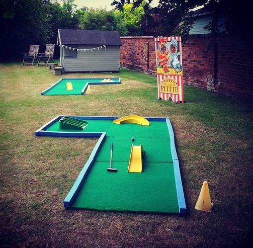 crazy golf Putt-at-Hidden-Gardens.jpg