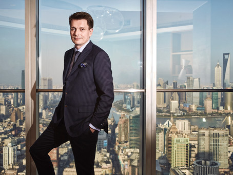 On assignment: Business Portrait with Shanghai Skyline