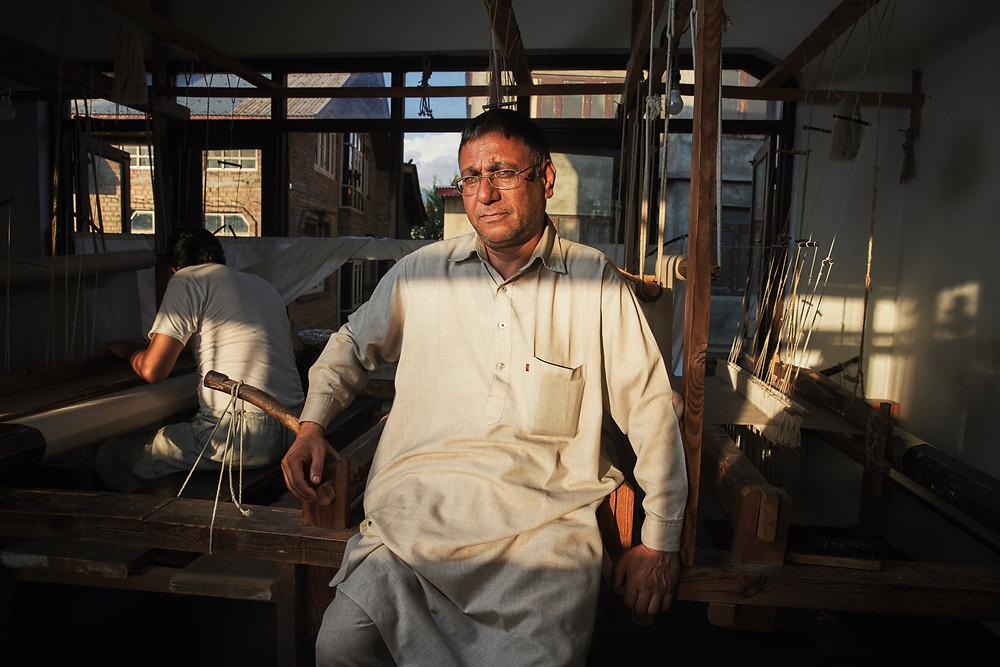 Indian master of weaving pashmina