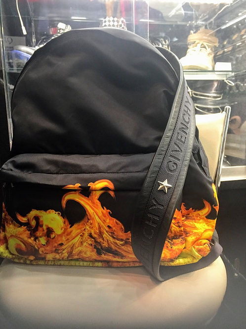 GIVENCHY FLAMEリュック