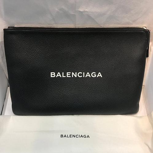 BALENCIAGA ロゴクラッチバッグ