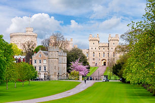 Alley to Windsor castle in spring, Londo